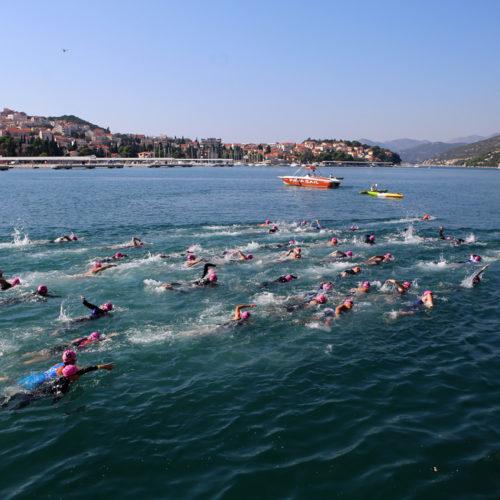 Triathlon Dubrovnik port Gruz pink swimmers 2018