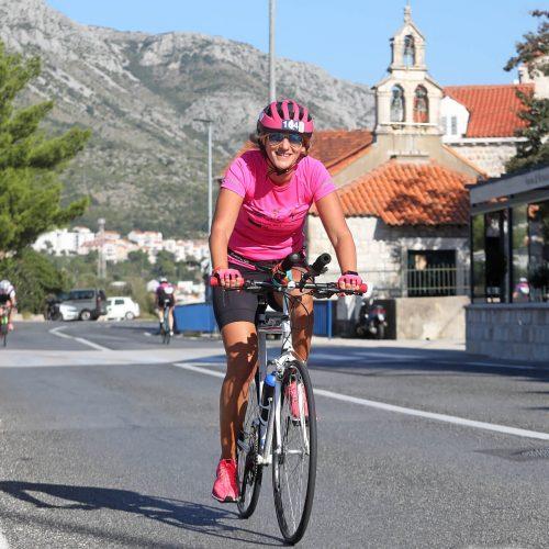 du_thriatlon woman riding bike